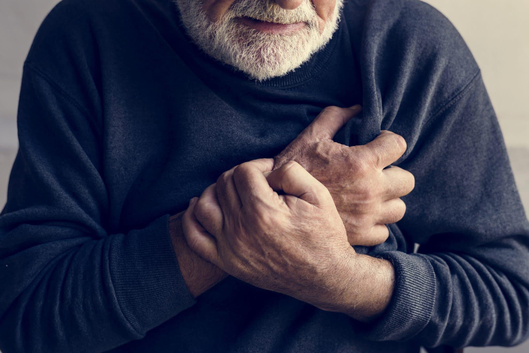 Photo of الأزمات القلبية الأعراض الأسباب وطرق الوقاية
